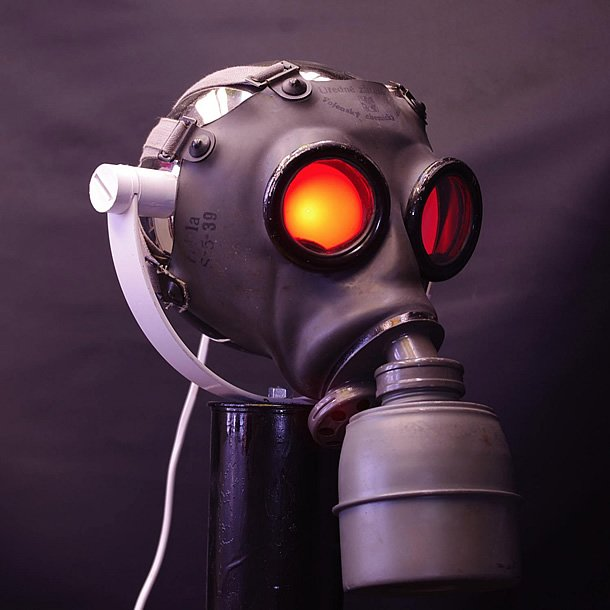 GAZGAZ: upcyled gas mask table lamp comes alive by Ateliers Crea – upcycleDZINE