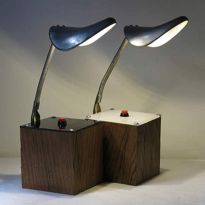 Du Bon Pied desk lamp: upcycled shoe trees by LUMPO – upcycleDZINE
